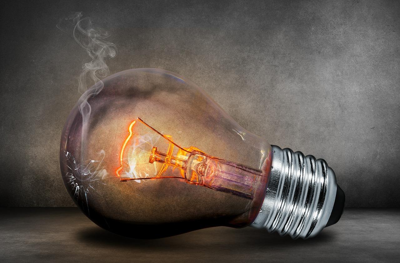 Elektrikern verwandeln im Nu die Lichtschalter in einen Teil des intelligenten Zuhauses